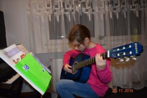 Lekcje gry na gitarze XI 2019 Szkoła Muzyczna Effect we Wrześni 02