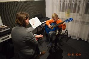 Lekcje gry na gitarze XI 2019 Szkoła Muzyczna Effect we Wrześni 05