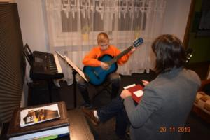 Lekcje gry na gitarze XI 2019 Szkoła Muzyczna Effect we Wrześni 07