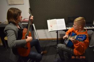 Lekcje gry na gitarze XI 2019 Szkoła Muzyczna Effect we Wrześni 08