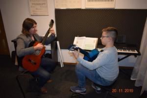 Lekcje gry na gitarze XI 2019 Szkoła Muzyczna Effect we Wrześni 12