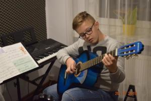 Lekcje gry na gitarze XI 2019 Szkoła Muzyczna Effect we Wrześni 13