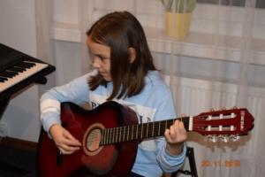 Lekcje gry na gitarze XI 2019 Szkoła Muzyczna Effect we Wrześni 16