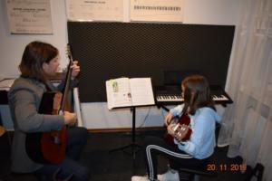 Lekcje gry na gitarze XI 2019 Szkoła Muzyczna Effect we Wrześni 17