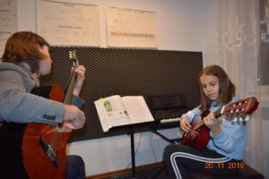 Lekcje gry na gitarze XI 2019 Szkoła Muzyczna Effect we Wrześni 18