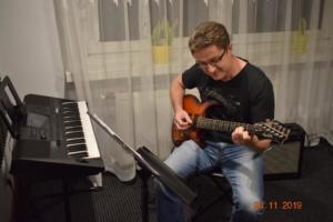 Lekcje gry na gitarze XI 2019 Szkoła Muzyczna Effect we Wrześni 30