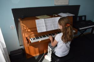 Lekcje gry na fortepianie Szkoła Muzyczna Effect Września 12