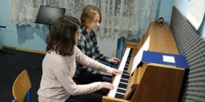 Nauka gry na pianinie Szkoła Muzyczna Effect we Wrześni 2 2019 2