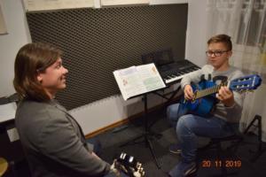 Lekcje gry na gitarze XI 2019 Szkoła Muzyczna Effect we Wrześni 09