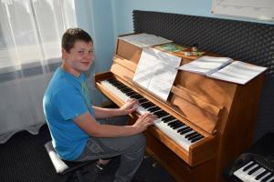 Lekcje gry na fortepianie Szkoła Muzyczna Effect Września 25