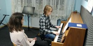 Nauka gry na pianinie Szkoła Muzyczna Effect we Wrześni 2 2019 1